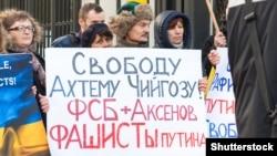 Rusiyeniñ Poloniyadaki elçihanesi yanında narazılıq aktsiyası, 2015 senesi fevral 1 künü