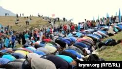 Сходження на гору Чатир-Даг у Криму в пам'ять про жертв депортації, 2015 рік