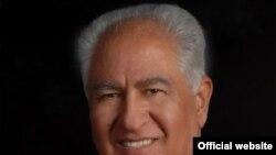 فرید خاوری که دارای دکترای اقتصاد است می گوید به این دلیل تصمیم گرفته است تا وارد رقابت های انتخاباتی فرمانداری ایالت فلوریدا شود که بتواند برنامه های اقتصادی خود را اجرا کند.