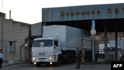 Вантажівки з російським «гуманітарним конвоєм» у Ростовській області Росії