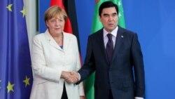 Merkel: Türkmenistan diplomatlaryň türmelere baryp görmegini geňeşer