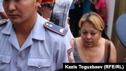 Мать заключенного Хакима Закирова. Алматы, 30 июля 2010 года.