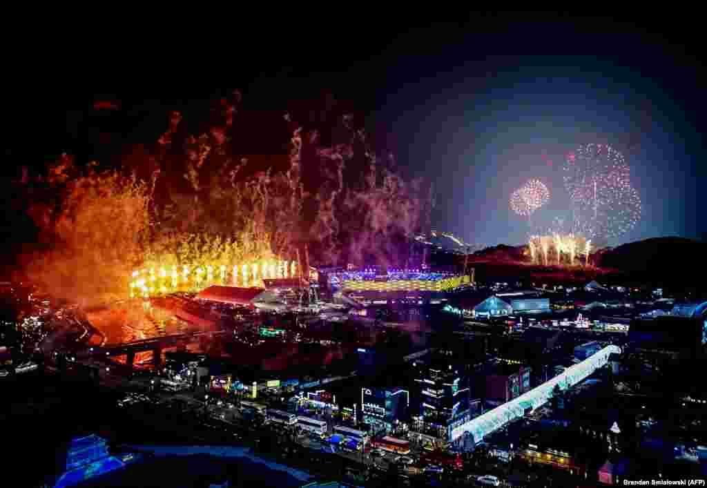 Фейерверктер асманды жаркыратып, Кышкы Олимпиада-2018Пхёнхчаңда башталды.