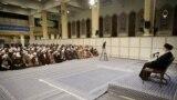 تصویر جلسه درس خارج فقه خامنهای در روز ۴ اسفند که در شبکههای اجتماعی حاشیهساز شد.