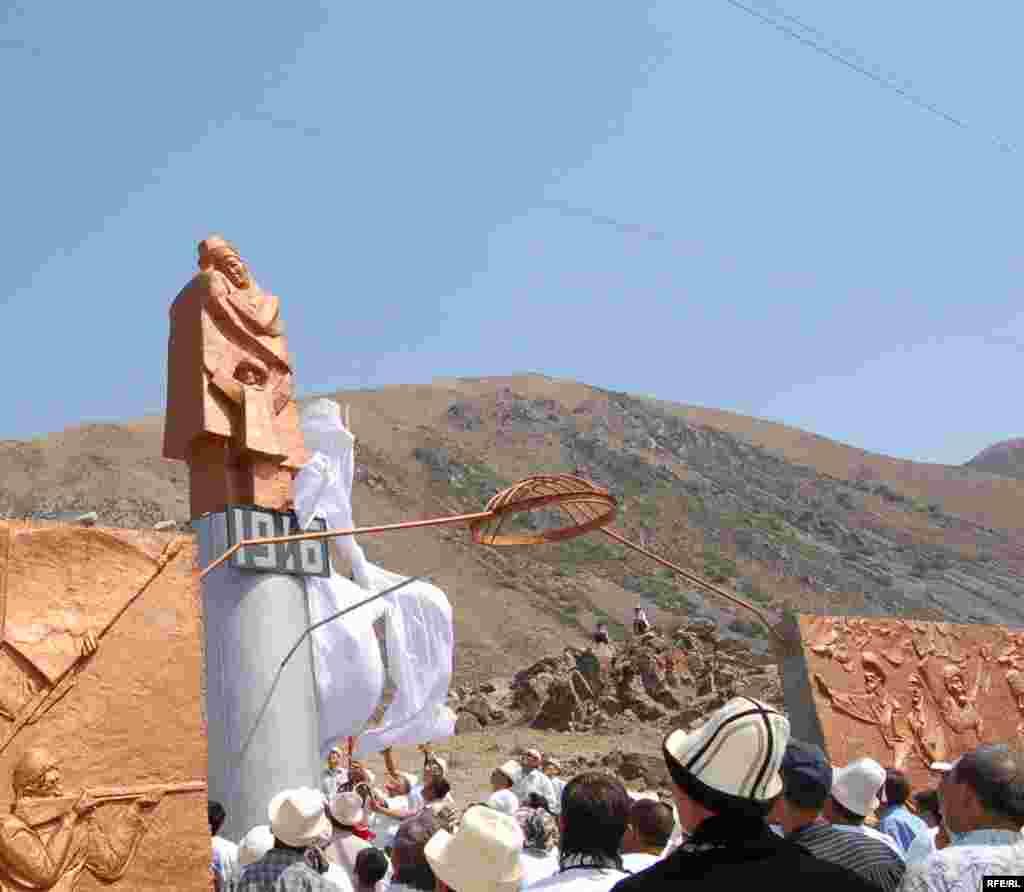 В 2006 году в Кыргызстане в Боомском ущелье был установлен памятник событиям 1916 года.