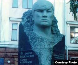 Памятник в Семее активисту декабрьских событий 1986 года в Алматы Кайрату Рыскулбекову.