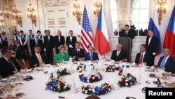 Presidenti amerikan, Barak Obama, dhe homologu i tij rus, Dmitri Medvedev. Pragë, 8 prill 2010