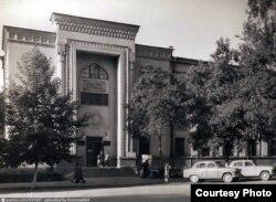 Библиотека имени Навои в Ташкенте