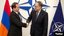 Belgium - NATO's Deputy Secretary General Alexander Vershbow (R) meets with Armenia's First Deputy Defense Minister Davit Tonoyan in Brussels, 21Apr2016.