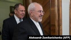 محمد جواد ظریف در کنار سرگئی لاوروف در مسکو.