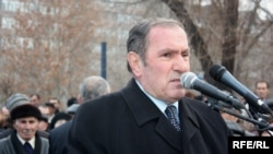 Armenia -- Opposition leader Levon Ter-Petrosian addresses a rally in Yerevan, 08Jan2009