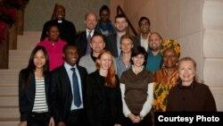Şefa diplomației americane Hilary Clinton cu un grup de activiști gay la Geneva