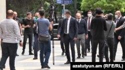 Премьер-министр Армении Никол Пашинян прогулялся по улицам в центре Еревана, 13 мая 2020 г.