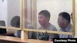 Жаңаөзендегі оқиға бойынша айып тағылған полицейлер. Ақтау, 28 мамыр 2012 жыл. Дина Байділдаеваның Twitter аккаунтынан алынған сурет.