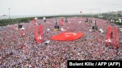Митинг сторонников кандидата от оппозиционной Народно-республиканской партии (НРП) Мухаррема Индже. Стамбул, 23 июня 2018 года.
