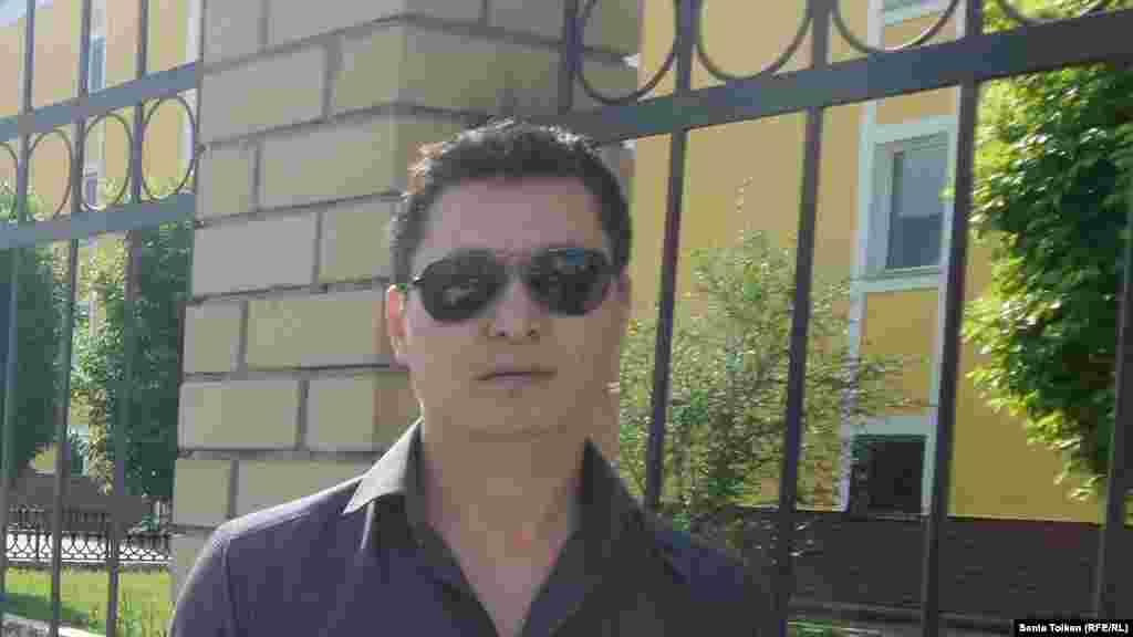 В ночь на пятницу, 20 мая, суд в Атырау вынес постановление об аресте на 15 суток местного активиста и предпринимателя Ерлана Башакова, одного из активных участниковмитинга «по земельному вопросу» в городе 24 апреля. Егообвинили в организации «неразрешенной акции протеста».