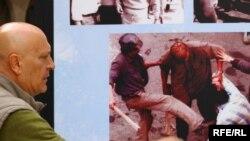 Mineri terorizând Bucureştiul, iunie 1990. Expoziţie de fotografii la Praga