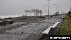 Վրաստան - Փոթորիկ Բաթումիի ծովափին, արխիվ