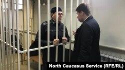 Оюб Титиев (чапда) судланувчилар катагида.