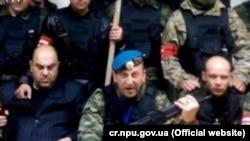 Армен Мартоян (в центре с оружием)