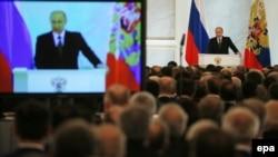 Ресей президенті Владимир Путин федералдық кеңесте жолдау оқып тұр. Мәскеу, 4 желтоқсан 2014 жыл.