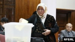 An Afghan parliamentarian casts her ballot in an election in Kabul in 2010. (file photo)