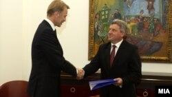 Евроамбасадорот Аиво Орав му го предаде Извештајот на Европската комисија за напредокот на Македонија на претседателот Ѓорге Иванов.