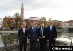 Iurie Leancă (stânga) şi Evgheni Şevciuk (dreapta) - alături de ministrul ucrainean de externe Leonid Kojara şi omologul său german Michael Link - după conferinţa OSCE de la Landshut, Germania, 30 octombrie 2013