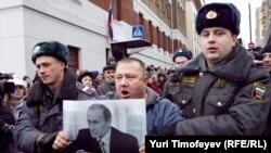 27 декабря 2010 года у Хамовнического суда г.Москвы