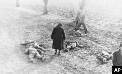 Тіла загиблих у запеклому бою бійців Організації народної оборони «Карпатська Січ», які обороняли від угорських окупантів місто Хуст. Карпатська Україна, неподалік Хуста, 16 березня 1939 року