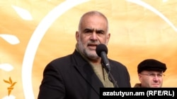 Armenia -- Head of the Zharangutyun (Heritage) party gives an open-air press conference, Yerevan, 02Dec2015