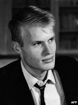لوکلزیوی جوان در ۱۹۶۳؛ او در ۲۳ سالگی با چاپ اولین رمانش، خود را به عنوان یک نویسنده جدی و توانا مطرح کرد.