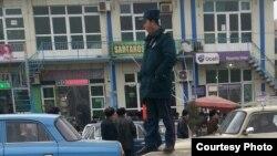Сотрудник ташкентской милиции (архивное фото).