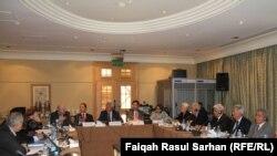 جانب من المؤتمر الصحفي الذي عقدته لجنة الخبراء الماليين