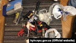 Під час обушку в затриманих вилучили автомобіль, інструменти та частину грошей, стверджує поліція