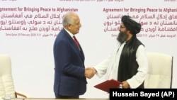 امضای توافقنامه آوردن صلح به افغانستان میان ایالات متحده امریکا و گروه طالبان در دوحه پایتخت قطر