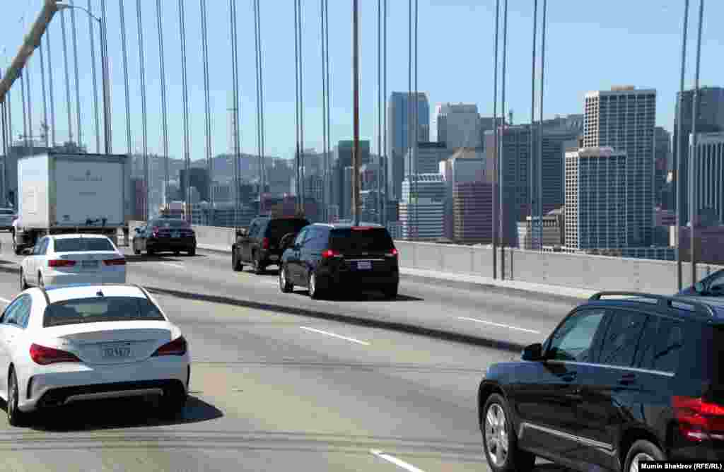 Мост Бэй-Бридж, соединяюший Сан-Франциско иОкленд.