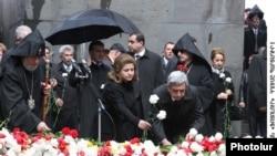 Ереван. У мемориала жертвам геноцида. 24 апреля 2010 г