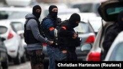 Қарулы шабуылға күдіктіге қарсы операция жүргізіп жатқан француз полициясының арнайы жасағы. Страсбург, 13 желтоқсан 2018 жыл.