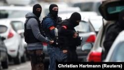Zyrtarë policorë në Francë.