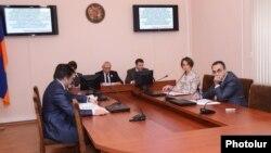 Կենտրոնական ընտրական հանձնաժողովը նիստի ժամանակ, փետրվար, 2013թ.