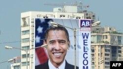 Afiș la Mumbai salutînd vizita președintelui american