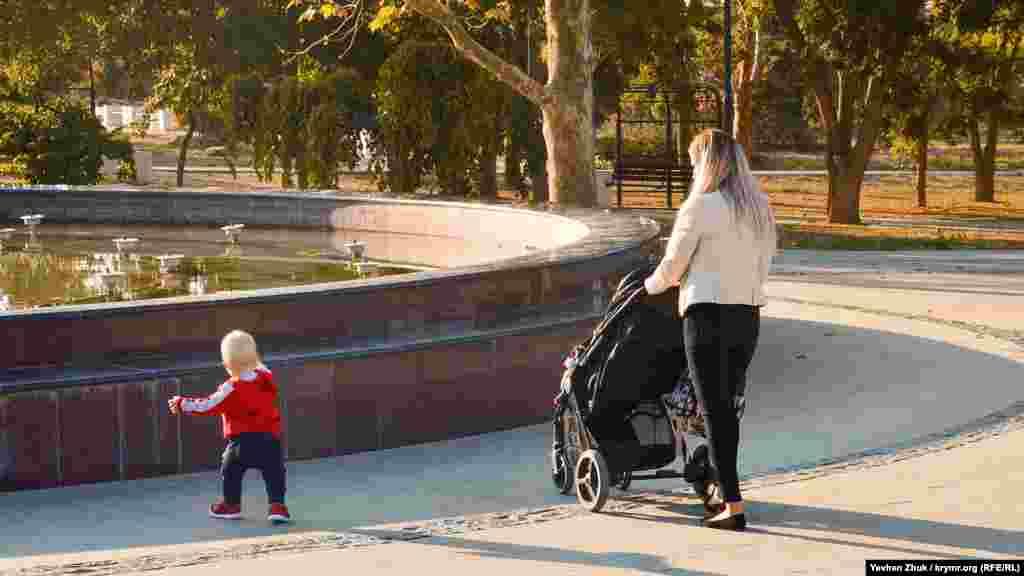 А найменші поки прогулюються пішки