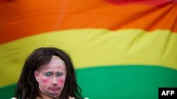 Британи -- Путинан батт йолу тайниг кечъйина, гейн бакъонаш ларъяран митингехь, Лондон, Марсхьокху-бутт, 10, 2013