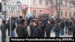 Кримські татари пікетували комплекс будівель кримської міліції, Сімферополь, 28 листопада 2011 року