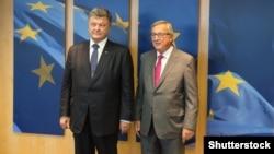 Jean-Claude Juncker (djathtas) dhe Petro Poroshenko gjatë një takimi të mëparshëm në Bruksel