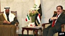 وزير خارجية العراق هوشيار زيباري ونظيره الكويتي الشيخ محمد الصباح