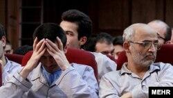 محسن میردامادی (راست) در دادگاه موسوم به دادگاه کودتای مخملی