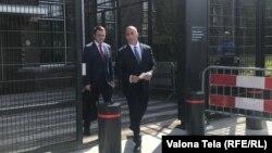 Ramuš Haradinaj prilikom izlaska iz zgrade Specijalizovanog tužilaštva u Hagu
