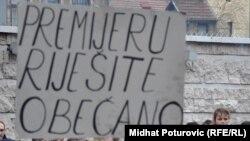 Protest ispred zgrade Parlamenta FBiH, Foto: Midhat Poturović